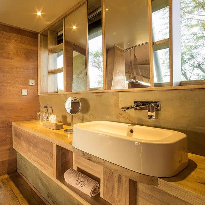 Luxury bathroom at Roving Bushtops in Serengeti National Park in Tanzania